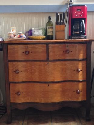 Dresser in Blond Waves
